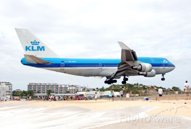 Boeing 747-200 (PH-BFA) - Back in the day, over MAHO, 2006
