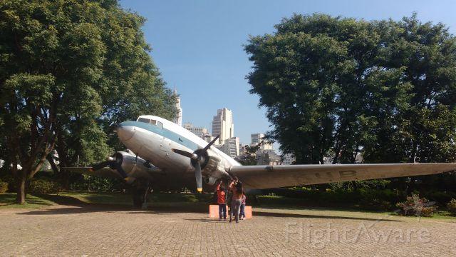 Douglas DC-3 (PT-KUB) - Esse charmoso DC-3 voou pela VASP e hoje se encontra em exposição no Museu Catavento no centro de São Paulo.