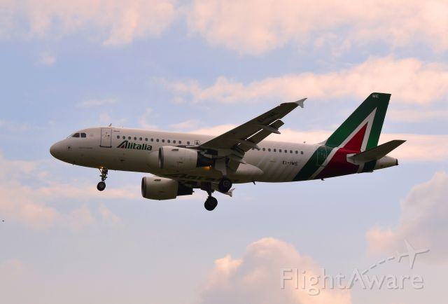 Airbus A319 (EI-IME) - LIML FINAL RUNWAY