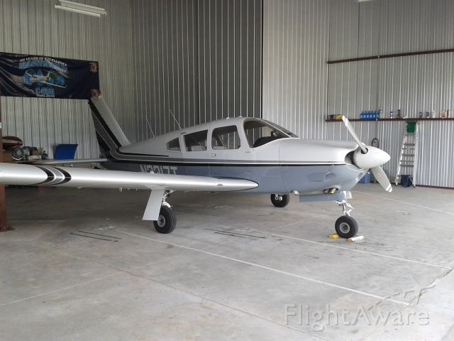 Piper Cherokee Arrow (N2317T)