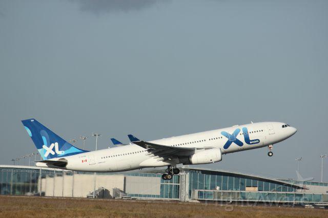 Airbus A330-300 (C-GTSN)