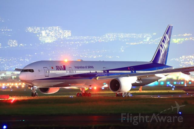 BOEING 777-300 (JA756A)