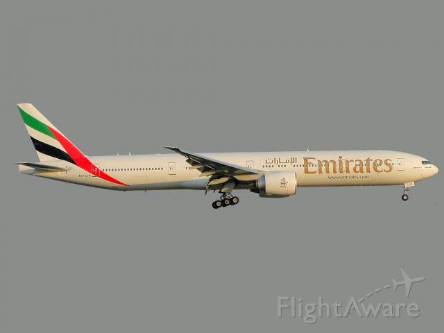 BOEING 777-300 (A6-ECM)