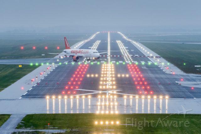 Airbus A320 (G-EZWS) - new runway (EDDB/SXF) Quelle:G.Wicker FBB GmbH