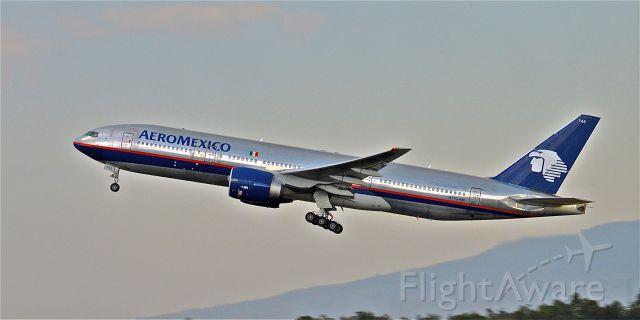 Boeing 777-200 (N745AM) - Big foot`s take off