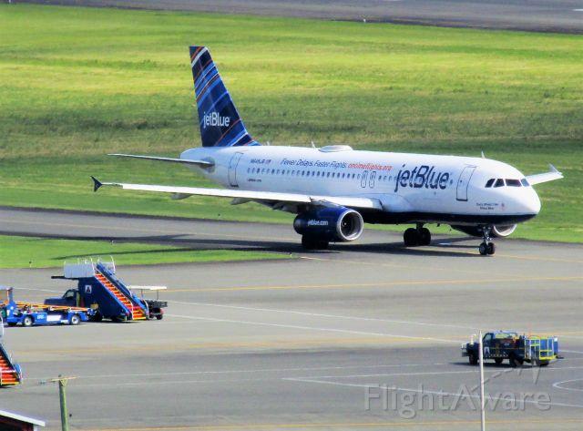 Airbus A320 (N648JB)
