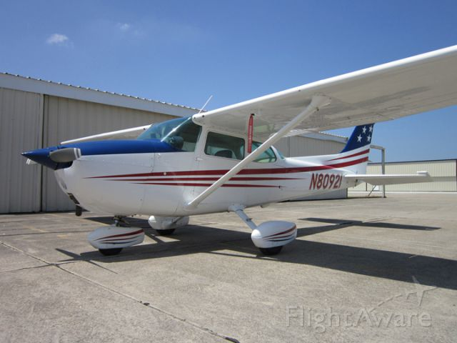 Cessna Skyhawk (N80921) - T Hangars @ KLCH