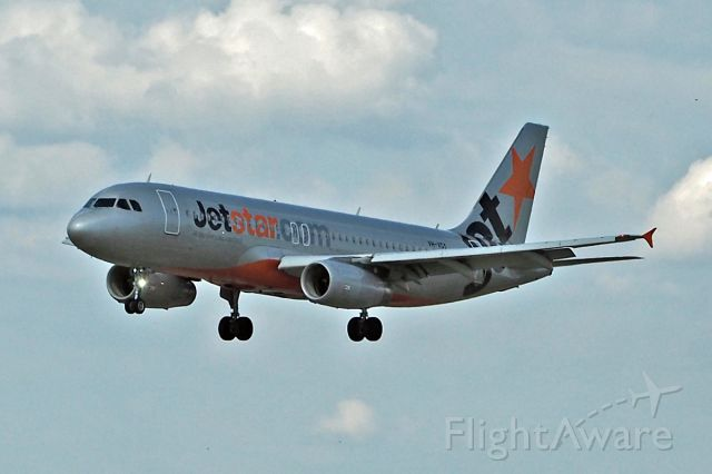 Airbus A320 (VH-VGY) - Airbus A320 Jetstar Airlines VH-VGY Perth Intl approach on R03 22/0/4/17.