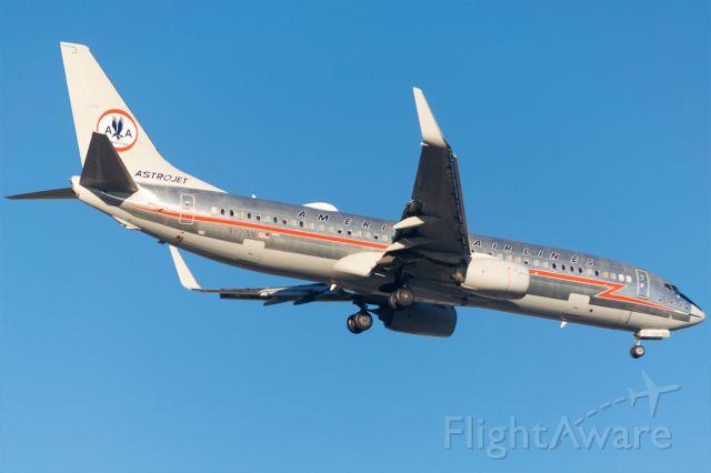 Boeing 737-800 (N905NN) - Arriving 13R