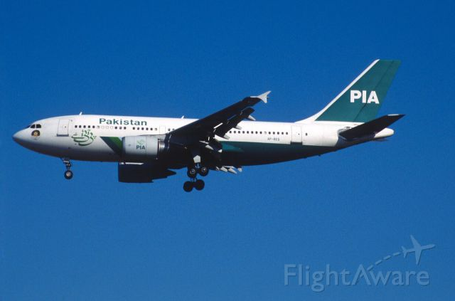 Airbus A310 (AP-BEQ) - Final Approach to Narita Intl Airport Rwy34L on 1999/11/29