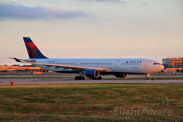 Airbus A330-300 (N802NW) - Taken on 8/27/14 by Erica Eide.