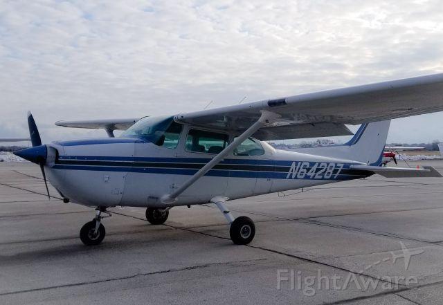 Cessna Skyhawk (N64287) - Westosha Flying Club