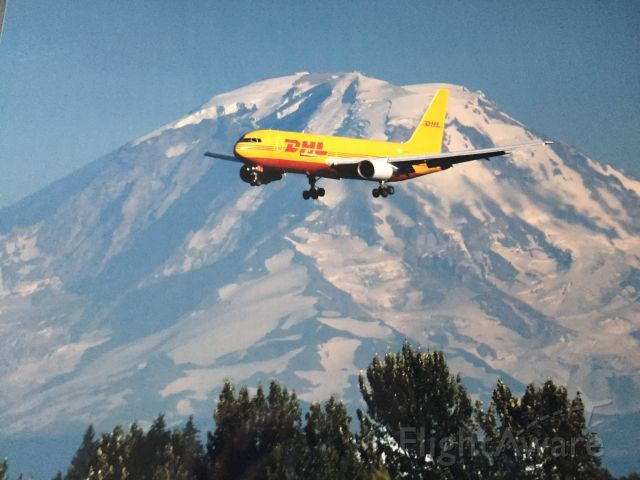 UNKNOWN — - Mt. Rainier, Washington <br />Almost 2 miles from landing aircraft!