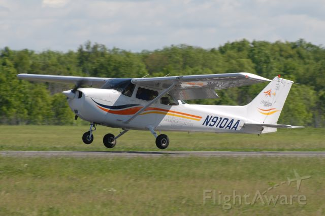 Cessna Skyhawk (N910AA)