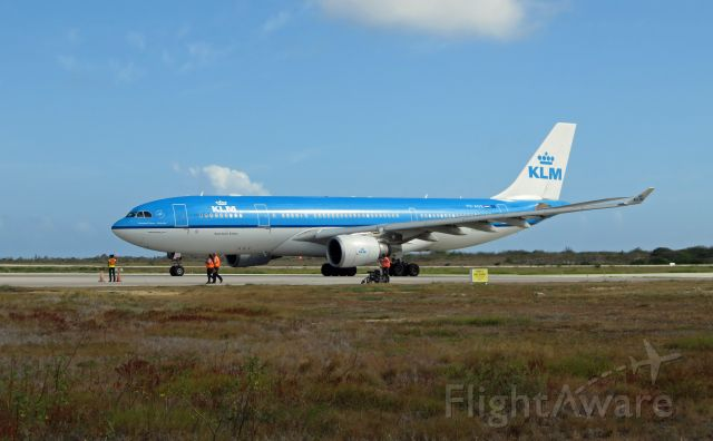 Airbus A330-200 (PH-AOE) - KLM771 EHAM-TNCB-TNCA A332 OE/PH-AOE arriving Bonaire