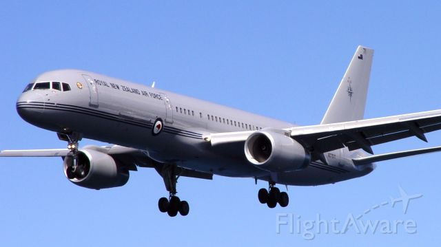 Boeing 757-200 (ANZ7571) - Flying Prince Harry and Megan Markle to Wellington
