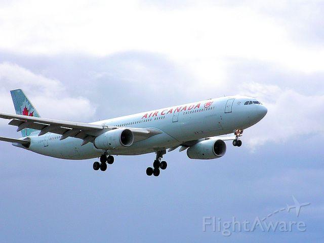 C-GFUR — - Landing 06L - April 27, 2014