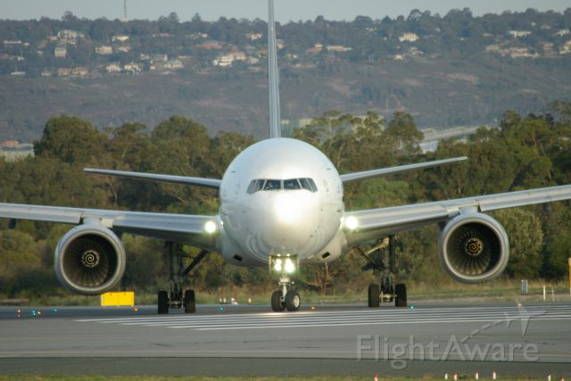 Boeing 777-200 — - Singapore Airline Boeing 777 entering rwy 03 for take-off at Perth Intl Airport ]
