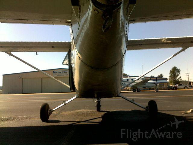 Cessna Skyhawk (N60397) - Tying down a Cessna 172 G1000