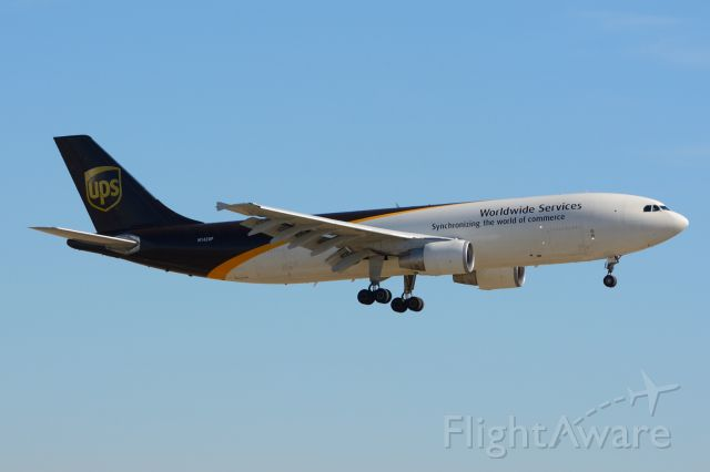 Airbus A300F4-600 (N142UP) - UPS - N142UP - A306F4-600 - Arriving KDFW 12/18/2013