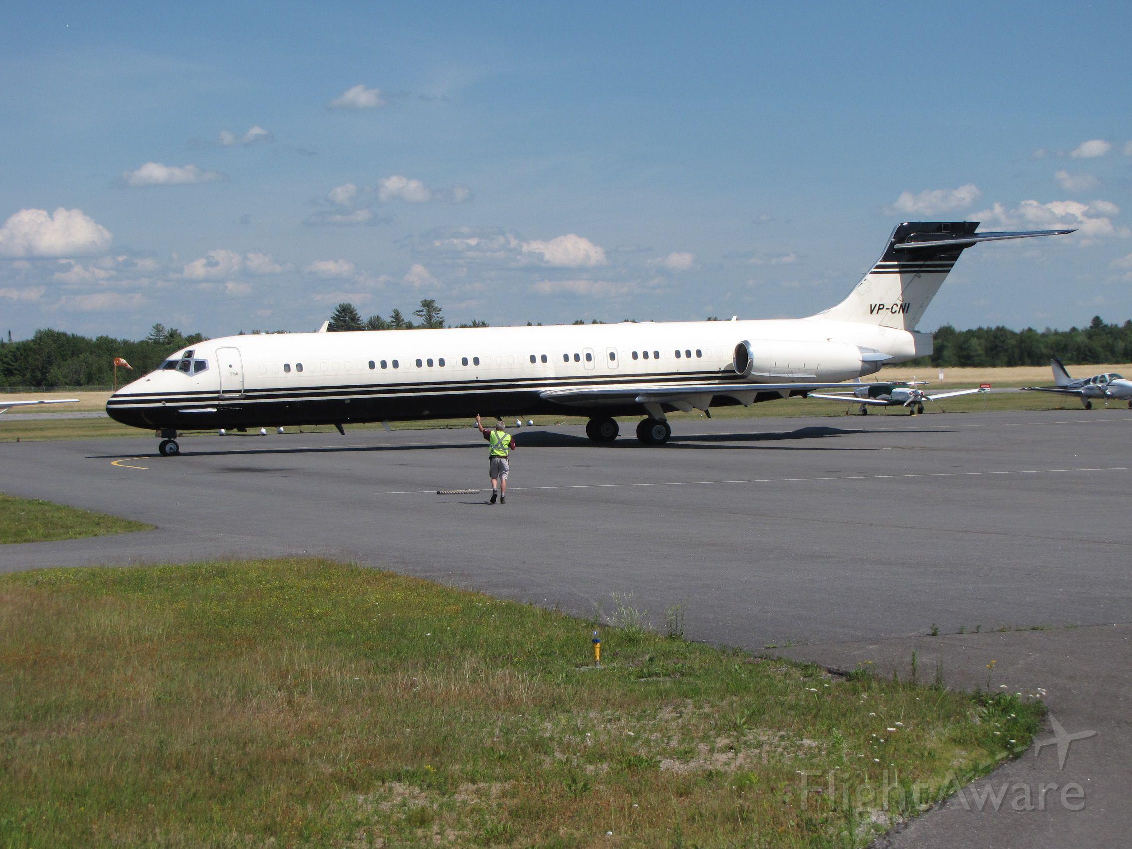 McDonnell Douglas MD-80 (VP-CNI) - guiding in