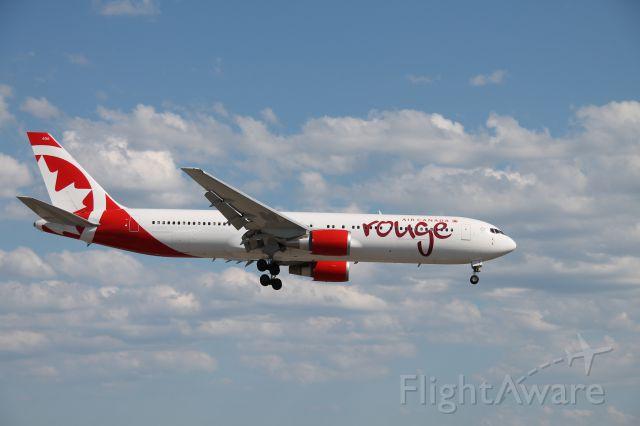 BOEING 767-300 (C-GHLA)