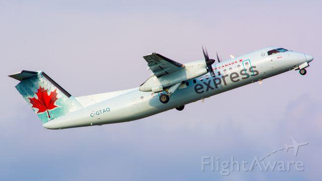 de Havilland Dash 8-300 (C-GTAQ)
