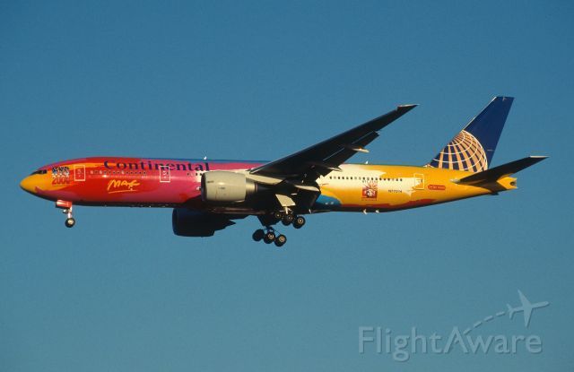 """Boeing 777-200 (N77014) - Final Approach to Narita Intl Airport Rwy34L on 1999/11/29 """" NYC 2000 c/s """""""