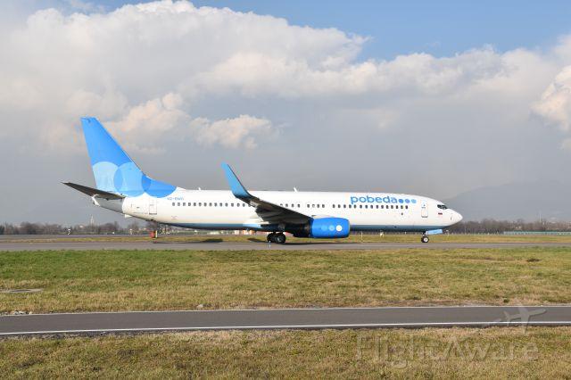 Boeing 737-700 (VQ-BAW)