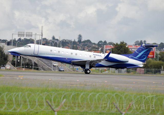 Embraer Legacy 600/650 (N888ML)