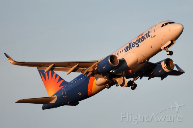 Airbus A320 (N249NV) - Early evening departure.