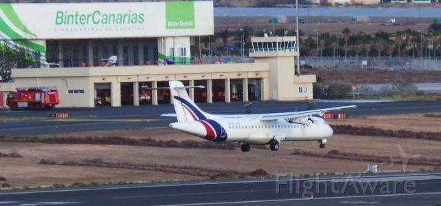 — — - Atr de Swiftair landing in Lpa