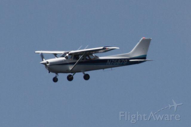 Cessna Skyhawk (N75879) - Over Mercer Island, WA