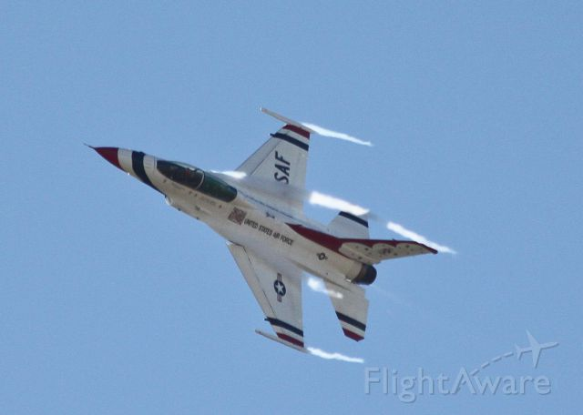 Lockheed F-16 Fighting Falcon — - Thunderbirds at Alliance Airshow 2011