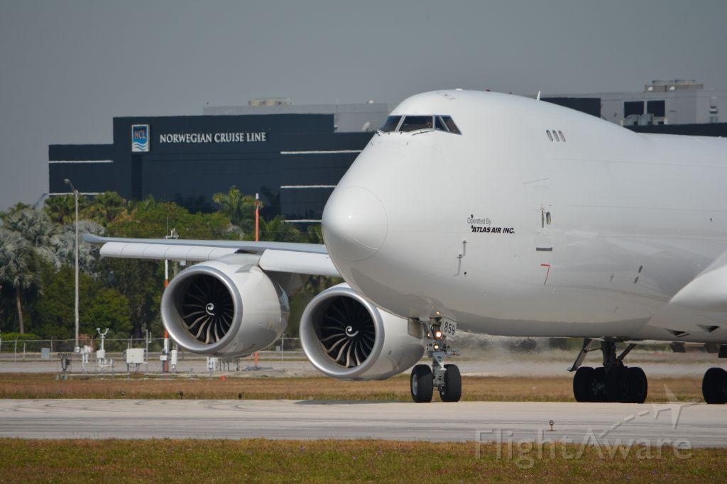 BOEING 747-8 (N859GT) - Lining up on RWY 9