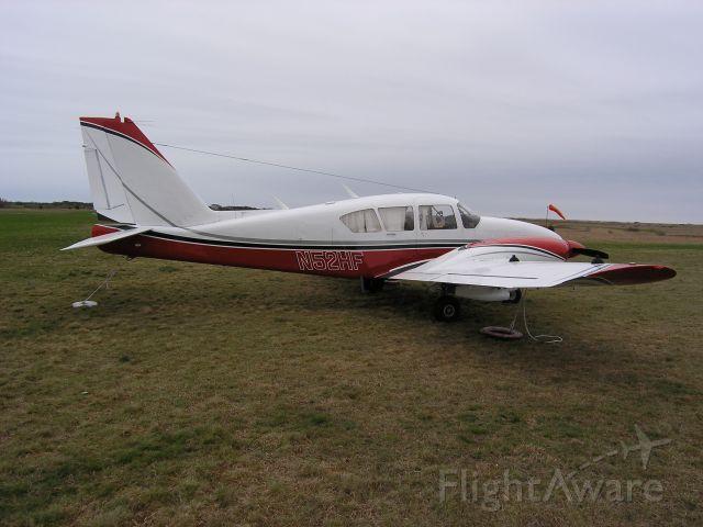 Piper Aztec (N52HF)