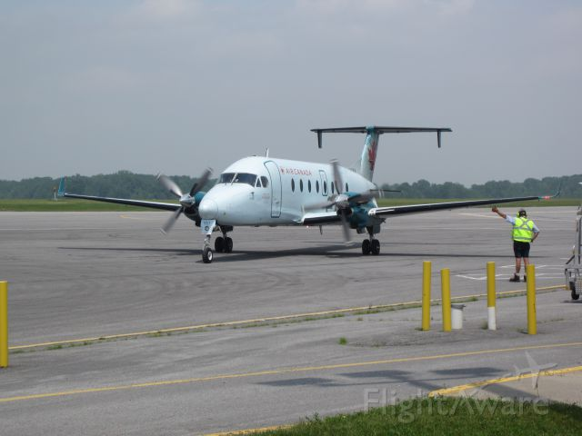 Beechcraft 1900 (C-GORA) - Having loaded all passengers, the aircraft is given the thumbs up for departing the gate!