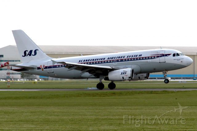 """Airbus A319 (OY-KBO) - The SAS Airbus A319 """"Retrojet"""" landing on runway 27 at Amsterdam Schiphol"""