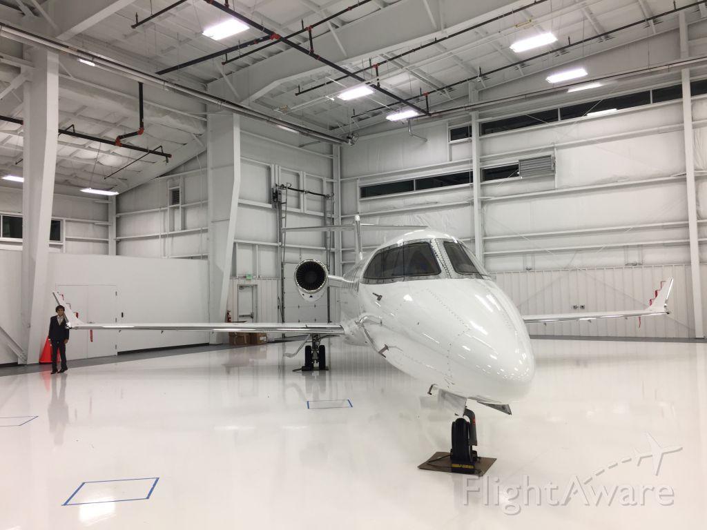 Bombardier Learjet 75 (N476FX) - In the hanger for Oneflight