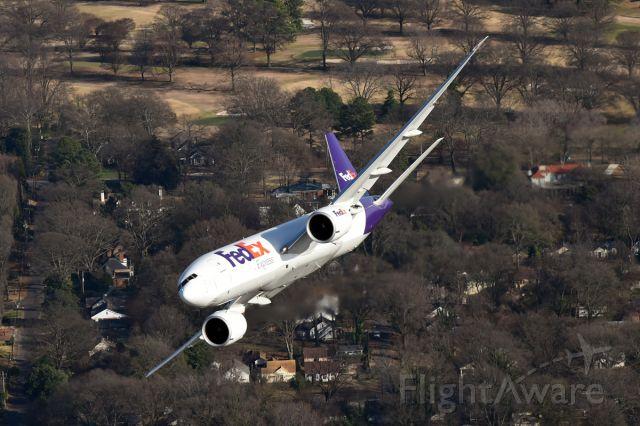 Boeing 777-200 (N852FD)