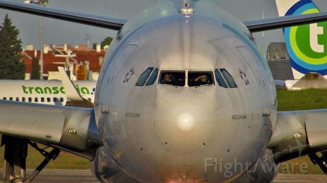 Airbus A330-200 (CS-TOM) - Is he looking for girls or is the sun bothering him ;)