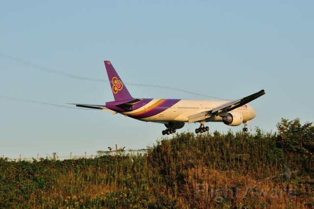 BOEING 777-300 (HS-TKL) - 2015/10/4