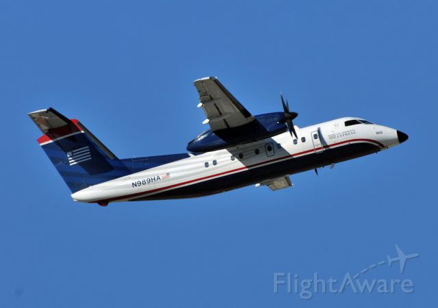 de Havilland Dash 8-200 (N989HA)