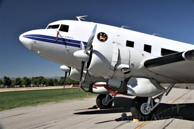 Douglas DC-3 (N8336C)