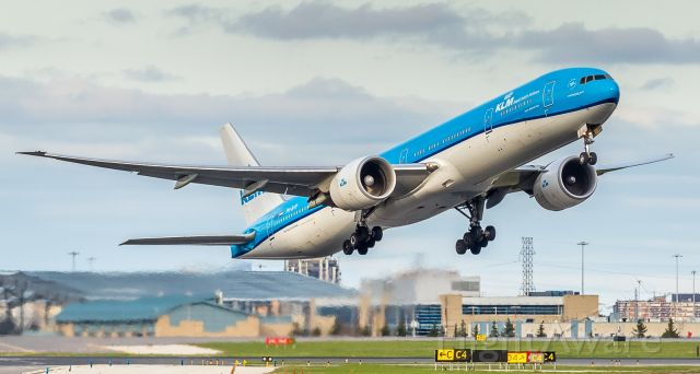 BOEING 777-300ER (PH-BVP) - A KLM 773 lifts off runway 24R and heads for home