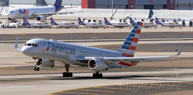 Boeing 757-200 (N201UU) - phoenix sky harbor international airport 07MAR20