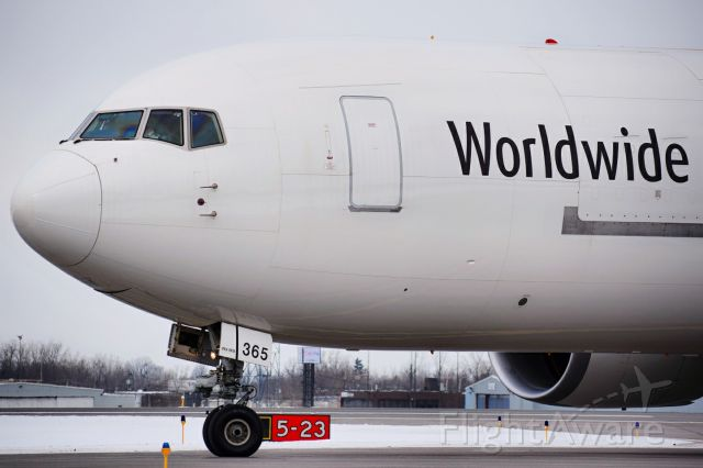 BOEING 767-300 (N365UP) - UPS1144 arriving into Buffalo from WorldPort in Louisville 6.5 hours behind schedule due to ice storms in the Midwest