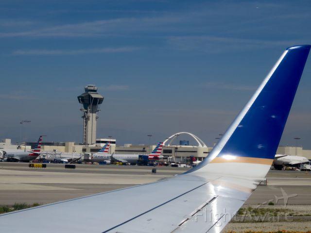 Boeing 737-700 — - Arrivando a LAX...