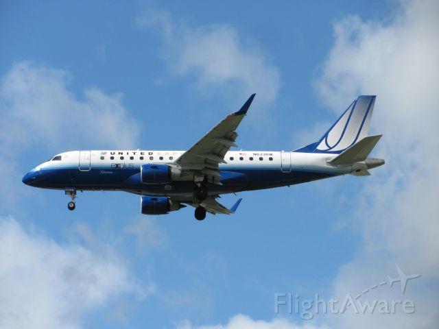Embraer 170/175 (N633RW)