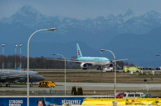 Boeing 777-200 (HL7734) - KAL Flight 72 lands at CFB Comox as a result of a bomb threat.